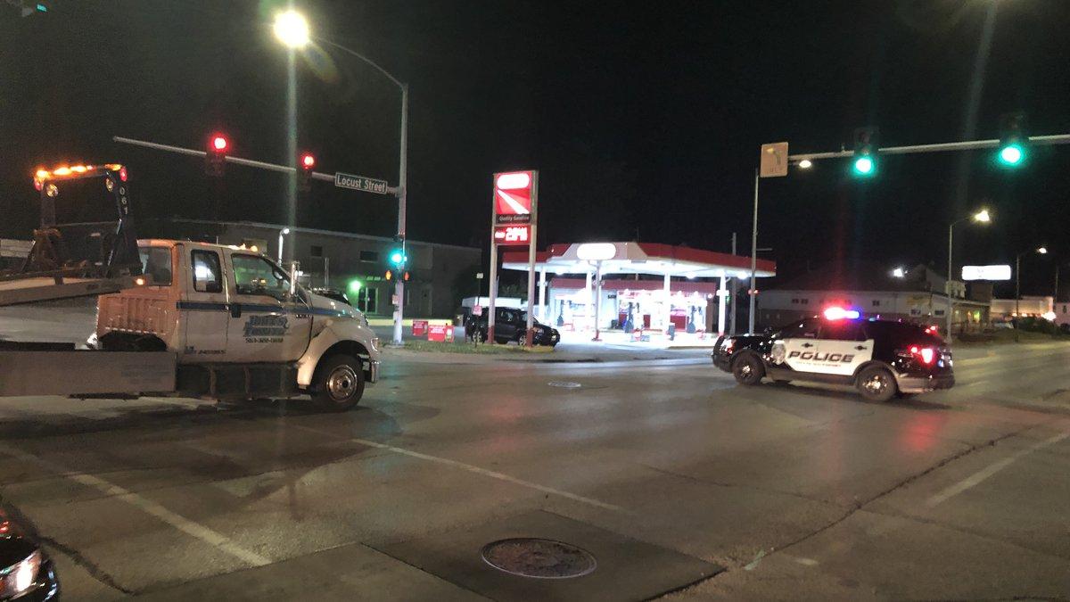 Three-car accident shuts down Locust St. traffic Eastbound