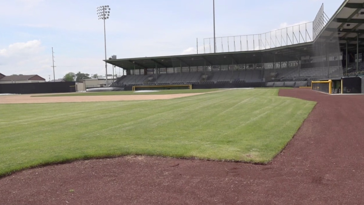 Clinton's baseball team, the LumberKings, are altering their baseball stadium to a restaurant...