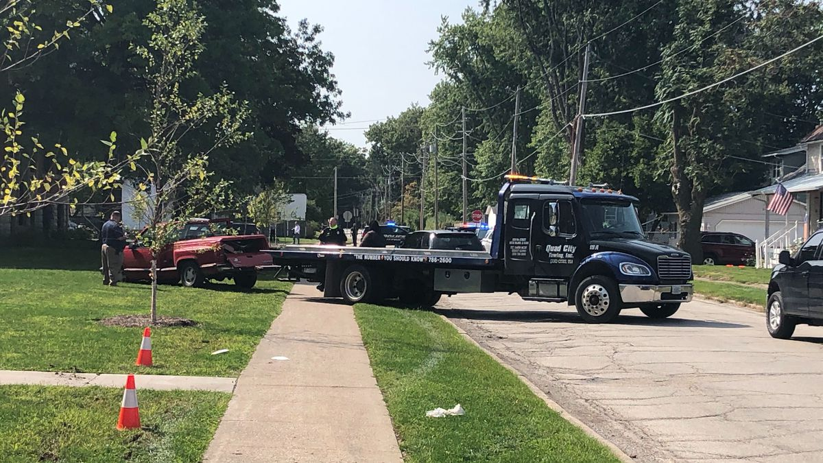 Police pursuit ends near the former Garfield school in Moline.