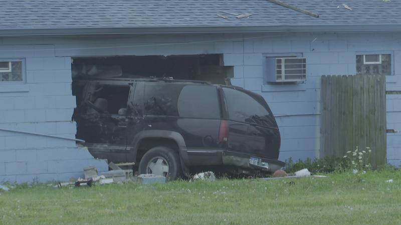 Vehicle crashes into Bettendorf motel Saturday