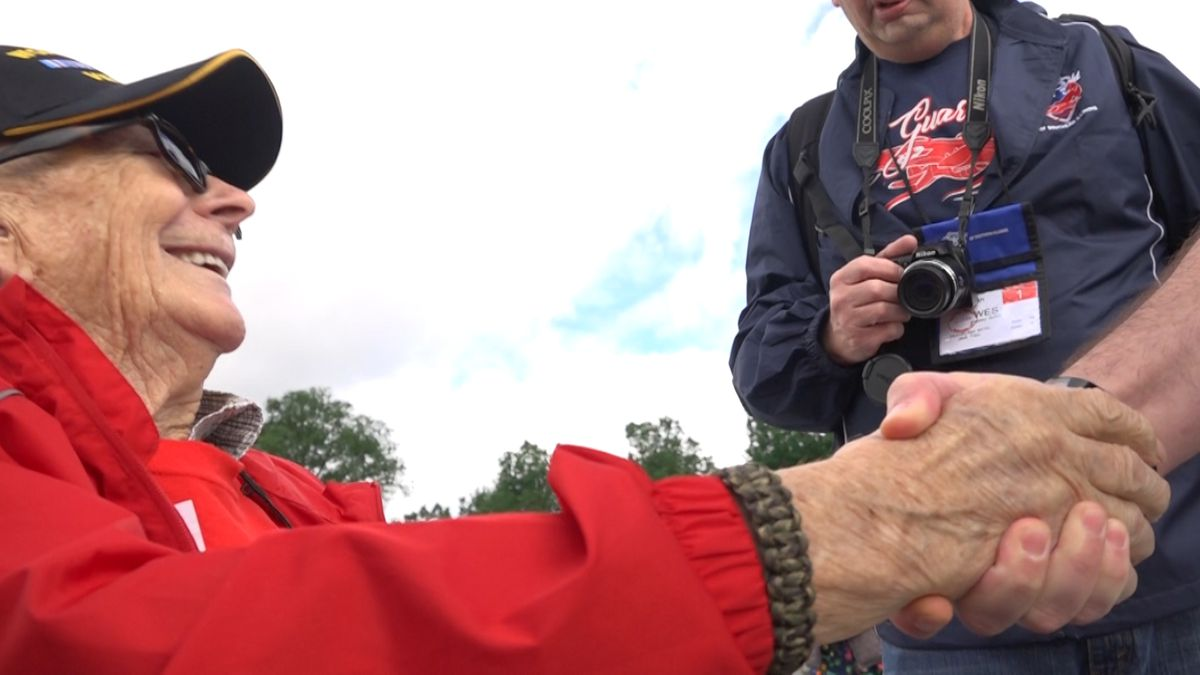 Southern Illinois veterans visit D.C. memorials. (Source: Gray DC)