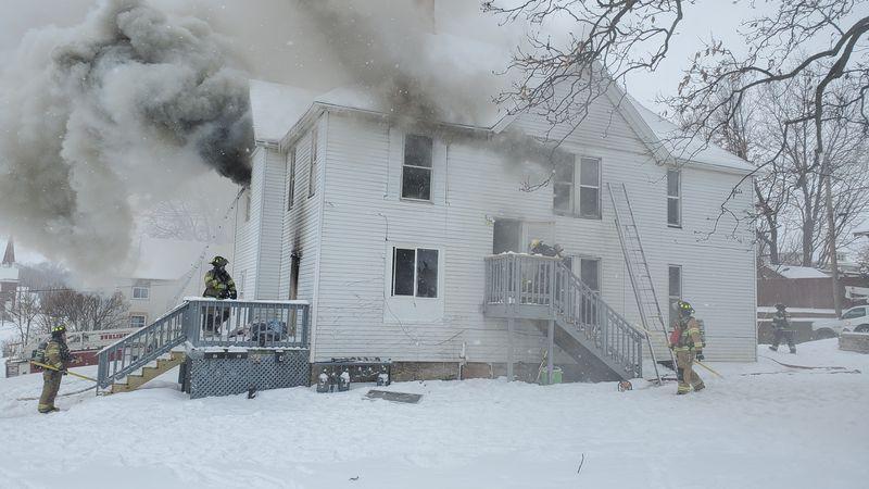 Morning fire destroys 4 unit apartment in Burlington.