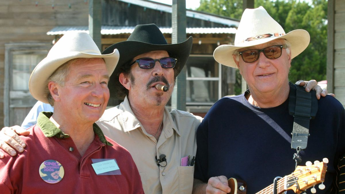 FILE- In this Oct. 30, 2005, file photo Texas gubernatorial candidate Kinky Friedman, center,...