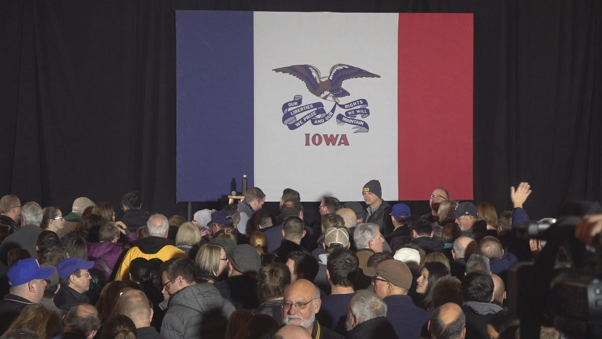 Cory Booker and Pete Buttigieg stopped in Davenport on Saturday for their presidential campaigns. (KWQC)