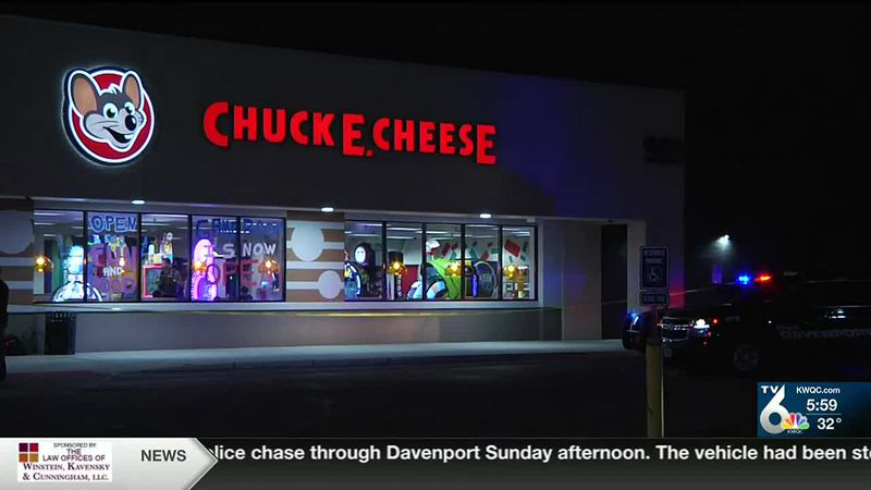 Davenport Police: 1 dead after shooting inside Chuck E. Cheese