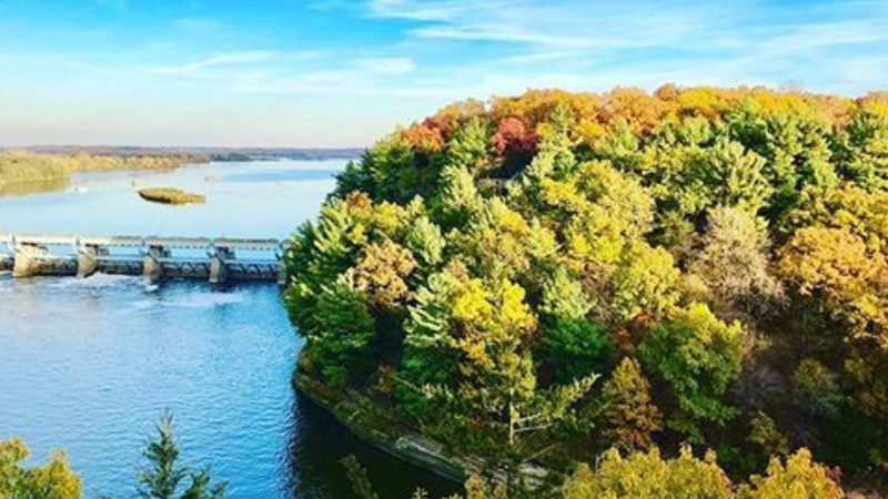 Enjoy Illinois Fall Color Report featuring image of Starved Rock State Park.
