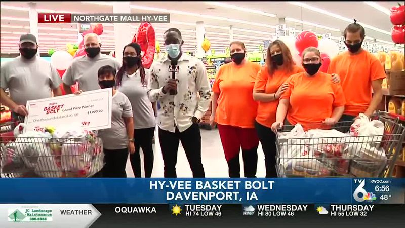The winners of the Hy-Vee Basket Bolt.