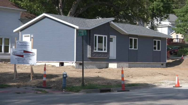 Prisoner-built home arrives in Muscatine to increase affordable housing