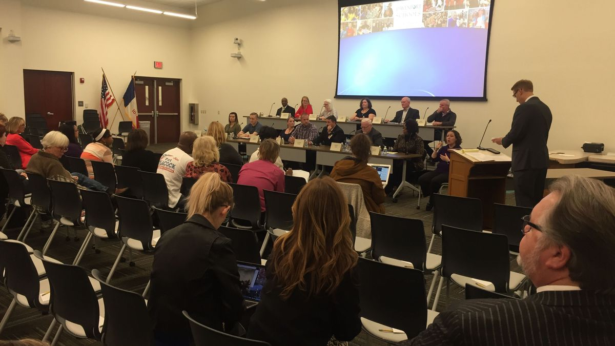 TV6 is livestreaming Monday's Davenport School Board Candidate Forum. TV6's David Nelson is moderating the event. (KWQC)