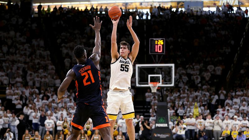 Iowa Hawkeyes forward Luka Garza (55) pulls up for a three point basket against the Illinois...