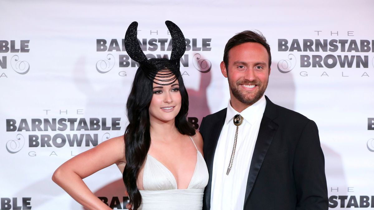 Representatives for Kacey Musgraves and Ruston Kelly confirmed the singers would divorce.