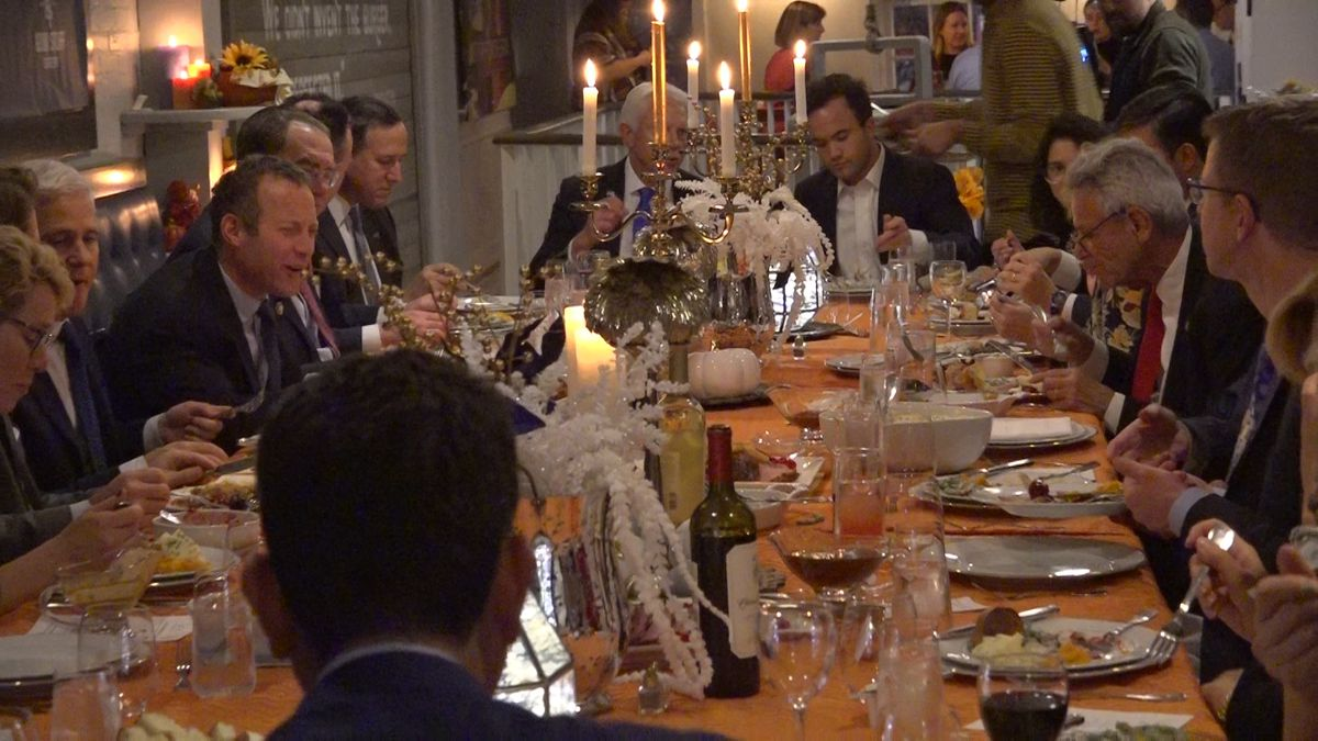 The Bipartisan Policy Center hosts lawmakers and political leaders for an early Thanksgiving dinner. (Source: Gray DC)