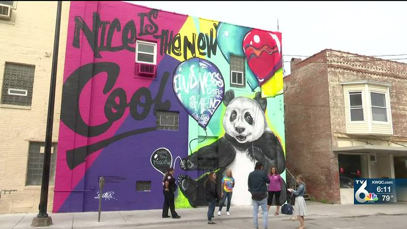 Muscatine Prevent Violence Coalition promoting kindness through downtown mural